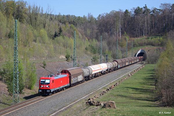 Die erst im März ausgelieferte 187 179 kommt am 16. April 2019 mit ihrem Güterzug nach Schlüchtern.