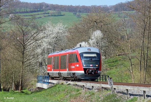 642 667 ist am 11. April 2016 als RB 23662 bei Mömbris auf dem Weg nach Schöllkrippen.