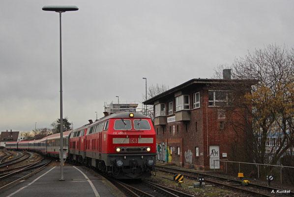 Mit IC 118/119 Münster (Westfalen) - Innsbruck erreicht noch ein Fernzugpaar täglich Friedrichshafen. Am 09. Februar 2016 kommen 218 456 und 218 476 mit IC 119 in die Stadt am Bodensee.