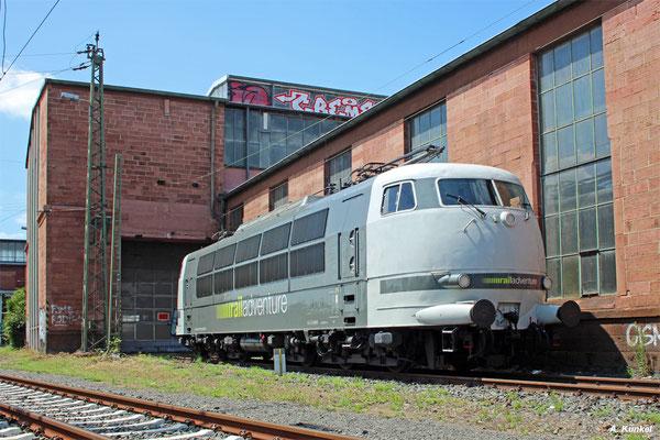 Am 13. Juli 2017 ist 103 222 von Railadventure in Frankfurt abgestellt, genau an der Stelle, an der einige Wochen zuvor 103 184 längere Zeit abgestellt war.
