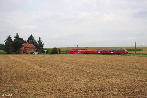Ein ET 442 als RB 15084 ist am 26. August 2017 auf dem Weg von Hanau nach Gießen und wird gleich Ostheim bei Bruchköbel erreichen.