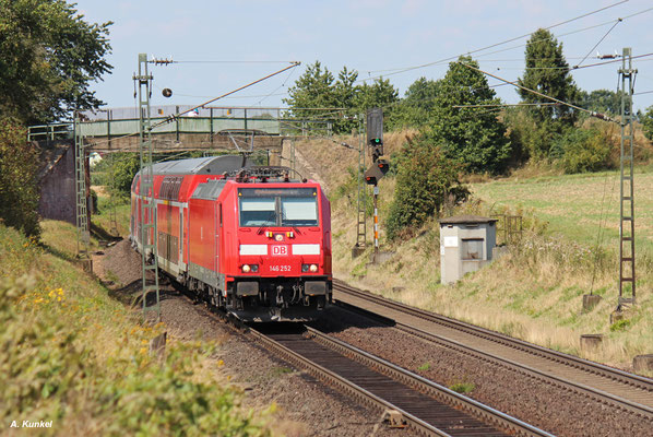 146 252 vor RE 4159 Kassel - Frankfurt/Main am 17. August 2016 bei Kirch-Göns.