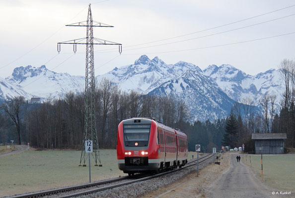 """612 073 am 3. Januar 2020 als RE 3684 kurz vor Altstädten. """"Gruß zurück!"""""""
