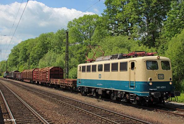 Auch 140 423 ist mit dem Fotogüterzug unterwegs - gemeinsam mit 194 158 (Laufach, 25. Mai 2017).