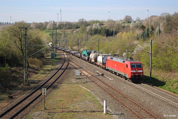 152 086 am 16. April 2019 nördlich von Schlüchtern. Links zweigt die Strecke über Elm in Richtung Jossa und Gemünden ab.