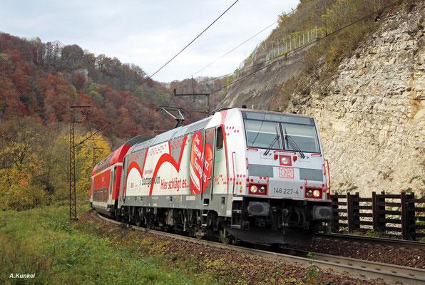 146 227 mit RB 19243 nach Ulm am 21. Oktober 2017 auf der Geislinger Steige.