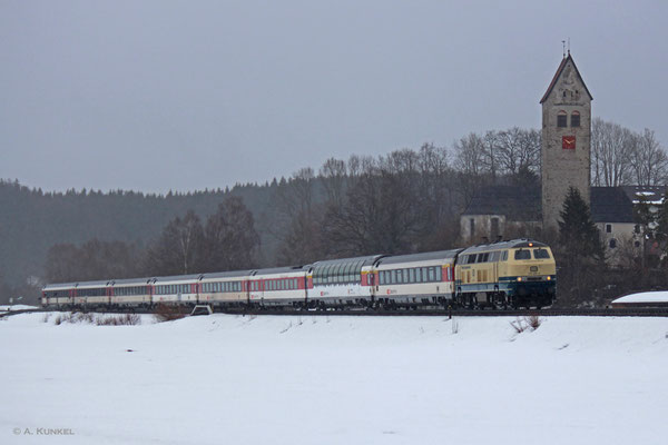 218 460 der Westfrankenbahn ist Anfang März 2019 täglich mit EC 191 und 190 unterwegs, eigentlich gemeinsam mit 218 402 von RP. Am 01. März zieht sie den EC 191 alleine Richtung München - die 402 ist kurzfristig mit anderen Aufgaben betraut.