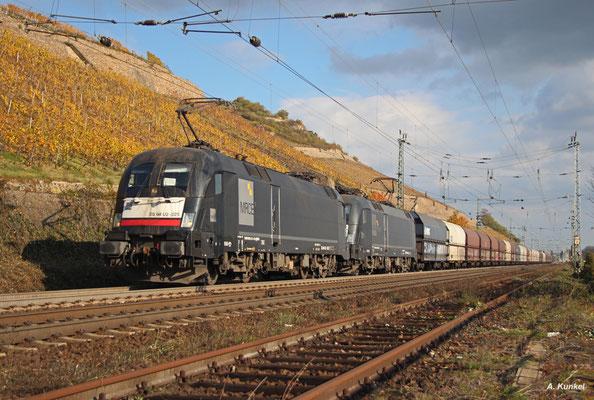 Rund 17000 PS hat der Lokführer der 182 525 und 182 514 am 02. November 2017 zur Verfügung, um seinen Niag-Kohlezug rheinabwärts zu bringen.