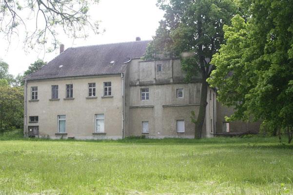 Herrenhaus, r. Ostflügel l. Mittelflügel mit Staffelgiebel 2010
