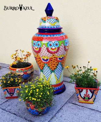 Blumentöpfe und Bodenvase aus Mexiko