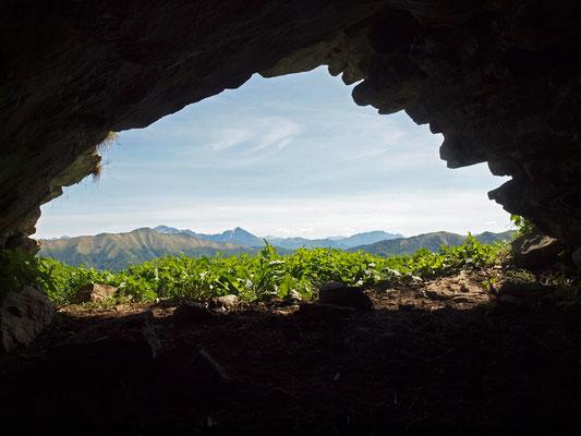 Grotticella Sotto la Cima del Colmegnone