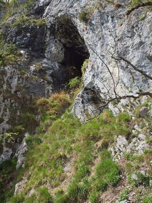 Grotta Presso l'Imbocco Est della Galleria Militare