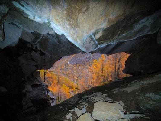 Sesta Grotta del Pizzo della Rossa: autunno