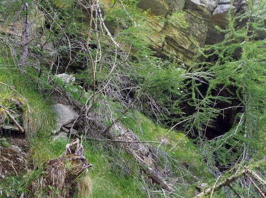 Sesta Grotta del Pizzo della Rossa: ingresso