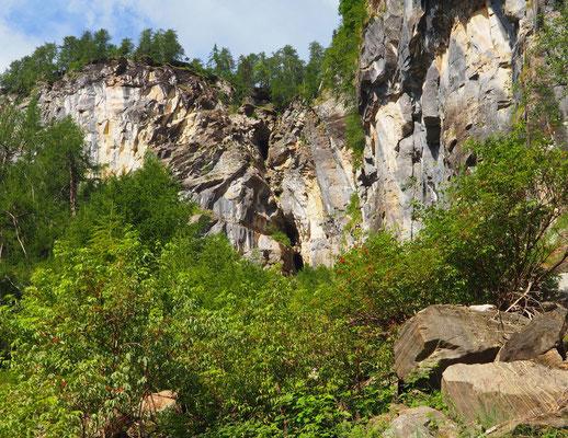 Terza Grotta del Pizzo della Rossa: ingressi in parete