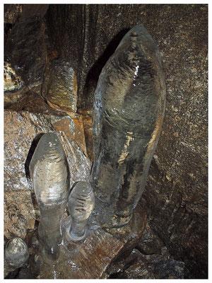 Grotta Radura della Cresta: stalagmiti di ghiaccio