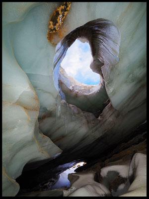 Grotta Glaciale di Valleggia: entrata e inghiottitoio