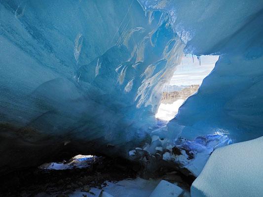 Adula: ghiacciaio Vadrecc di Bresciana, entrata con finestrone laterale