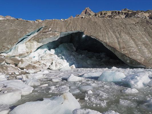 Tiefengletscher: bocca d'uscita dei torrenti