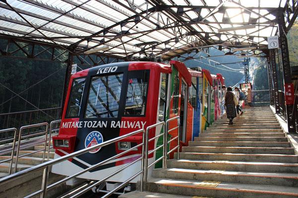 """Seilbahnbahnhof """"Takimoto"""". Die Bahn nach oben erspart einem einen sehr steilen Aufstieg und eine Stunde Zeit."""