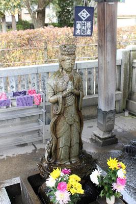 Buddhastatue im Taishakuten Tempel.