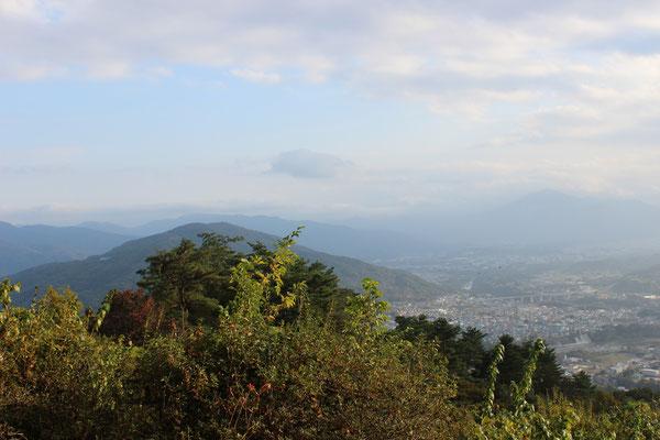 Blick vom Gipfel auf Chichibu