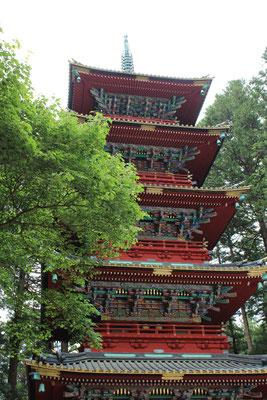 Die 5-stöckige, rote Pagode ist 35m hoch.