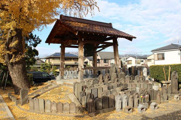 Benachbarter Friedhof.