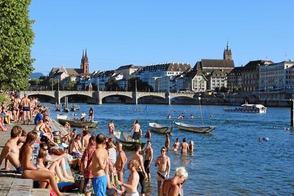 Rheinschwimmen in Basel