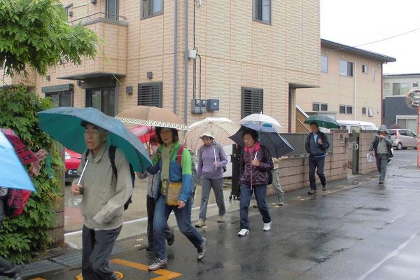 小雨の中、集合場所を通り過ぎて・・・