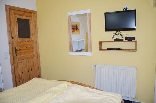 Schlafzimmer 2 - Fernseher mit DVD
