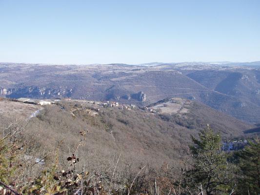 Vue panoramique sur le village et les gorges de la Dourbie
