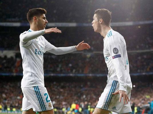 Marco Asensio y Cristiano Ronaldo celebran un gol