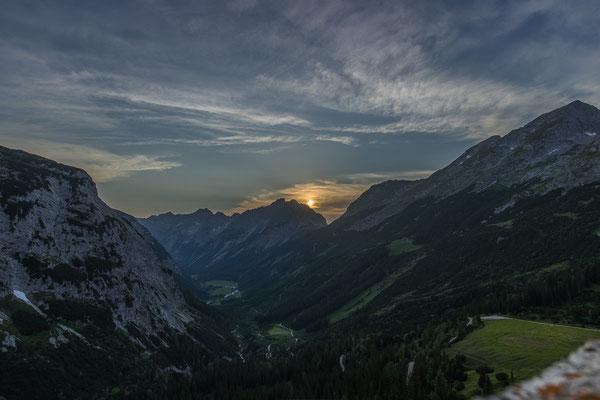 Ein wunderschöner Sonnenuntergang belohnt uns für die Strapazen