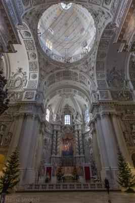 Die Theatinerkirche, gebaut 1663..