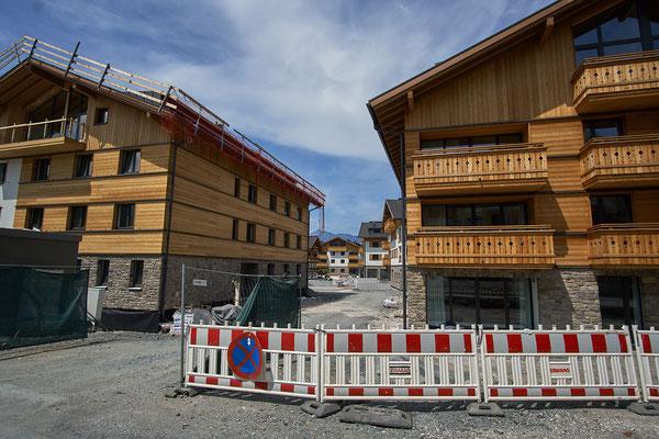 Diese leeren Hotelbunker werden bald Massen an Touristen beherbergen. Dann ist schluß mit lustig!