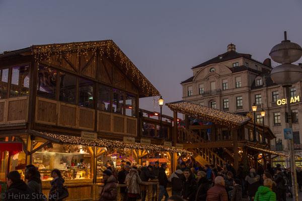 Der Stachus (Karlsplatz) am Abend