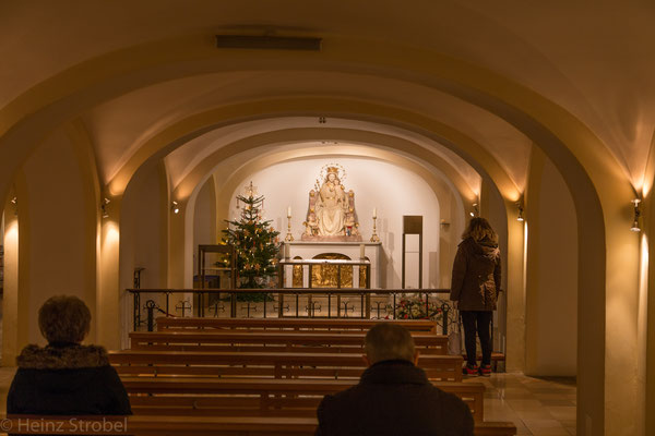Die unscheinbare Bürgersaalkirche besitzt eine kleine Unterkirche und...