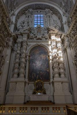 ... und wunderschönen Säulen.