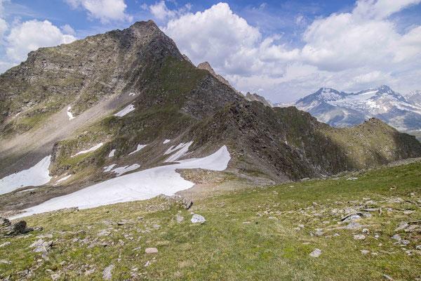 Links geht`s Richtung Pfunders, rechts Richtung Stein bzw. zum Pfitscherjoch.