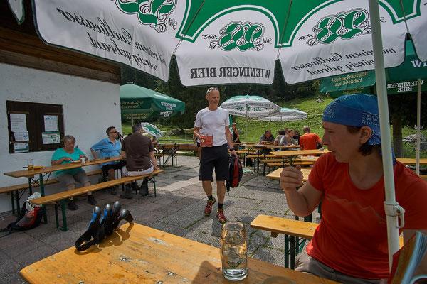Auf der Königsbachalm werden die Wasserreserven gefüllt.