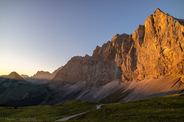 Sonnenaufgang bei der Falkenhütte.