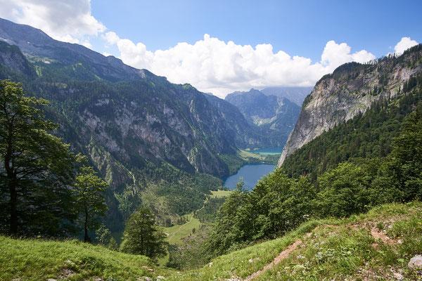 Von der Steilen Wand aus sieht man wunderschön das südliche Ende des Königsee und den Obersee.
