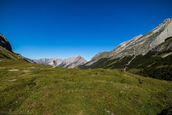 Am Hochalmsattel (1803m) mit Blickrichtung zum Karwendelhaus