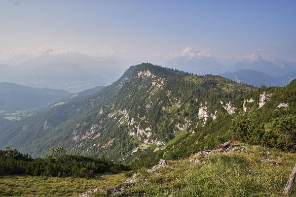 Im Hintergrund Berchtesgaden und der Königsee.