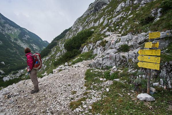 In der Mittagsscharte zweigt ein Weg Richtung Toni-Lenz-Hütte über den Thomas-Eder-Steig ab.