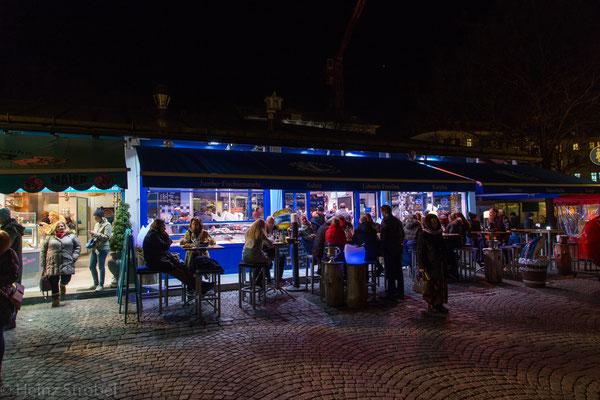 Am Viktualienmarkt kann man auch am Abend essen!