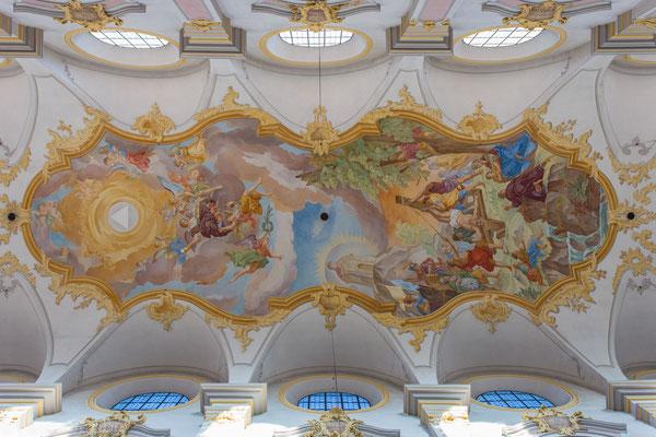 ...und einer wunderschönen Deckenmalerei.