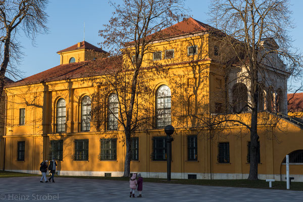 Das Lenbachhaus sammelt, bewahrt, erforscht und präsentiert die Kunst des 19. Jahrhunderts, den Blauen Reiter, die Neue Sachlichkeit und vor allem die internationale Gegenwart.