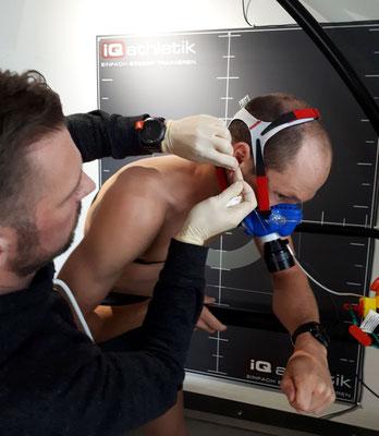 Maximale Information über den Leistungszustand: der Ironman-Weltmeister absolviert eine Spiroergometrie mit Laktatdiagnostik